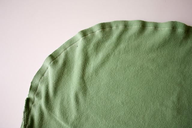 fabriquer un sac en recyclant ses vieux t-shirts 04
